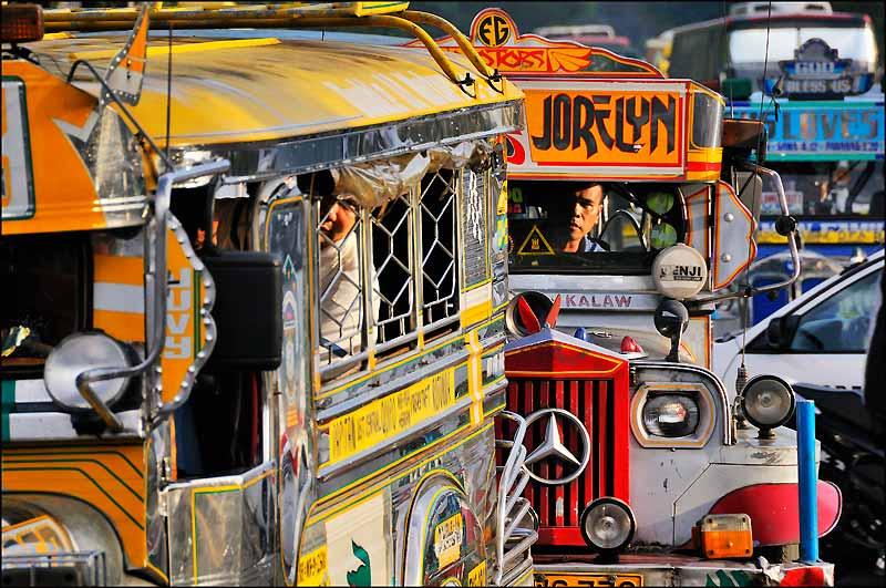 Les «jeepneys», icônes du transport public philippin, s'exportent jusqu'en Papouasie !