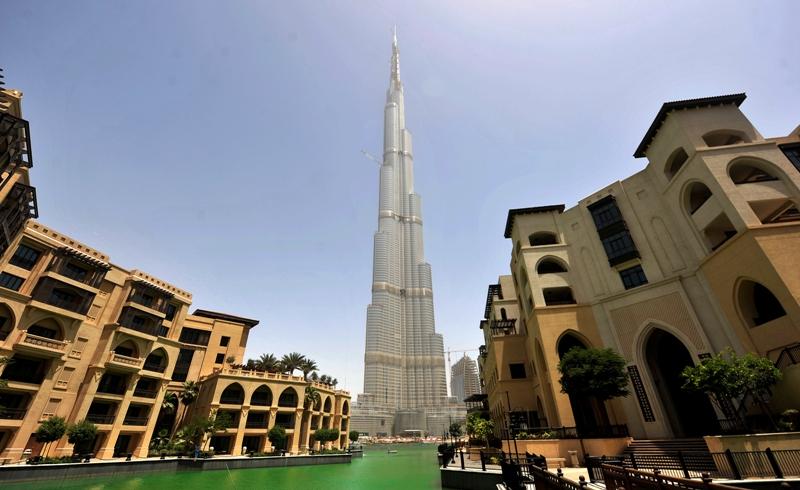 Cette vue, prise en juin 2009, figure parmi celles qui montrent Burj Dubaï son aspect le plus abouti.