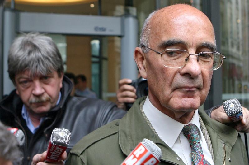 Philippe Rondot -  Témoin assisté dans l'affaire Clearstream, le général Rondot est un ancien de la DGSE et de la DST, artisan, entres autres, de la capture du terroriste international Carlos en 1994. Les notes que le «maître espion» consignait dans ses fameux carnets, comme d'autres retrouvées sur son ordinateur, ont permis de reconstituer une partie de l'affaire. En janvier 2004, alors conseiller pour le renseignement au ministère de la Défense, il aurait été chargé par Dominique de Villepin d'enquêter sur la véracité des listings Clearstream, alors qu'il n'était pas placé sous son autorité. Il affirme avoir alerté Villepin sur le fait que les listings étaient faux.