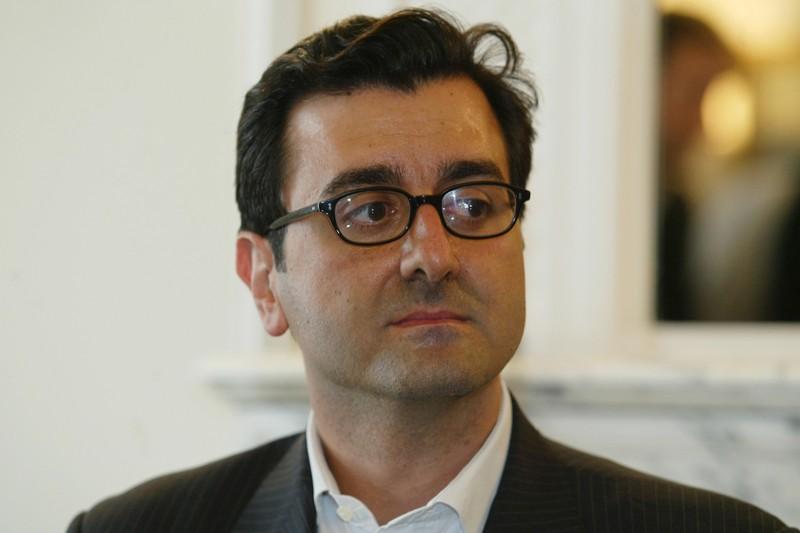 Imad Lahoud - Falsificateur présumé des listings, il a livré depuis le début plusieurs versions différentes de son rôle. Ce collaborateur de Jean-Louis Gergorin, informaticien à EADS, aurait reçu les listings de la part du journaliste Denis Robert en 2003 et les aurait truqués. Il a également affirmé avoir rencontré Nicolas Sarkozy, ce que ce dernier dément. Dans un procès-verbal dévoilé à quelques jours du procès, il confie avoir inscrit le nom de Nicolas Sarkozy à la demande de Gergorin dans le cadre d'une cabale menée contre l'actuel président par Dominique de Villepin. Renvoyé devant le tribunal correctionnel pour dénonciation calomnieuse, faux et usage de faux, recel d'abus de confiance et recel de vol, Imad Lahoud est, depuis la rentrée 2009, professeur de mathématiques dans un lycée parisien.