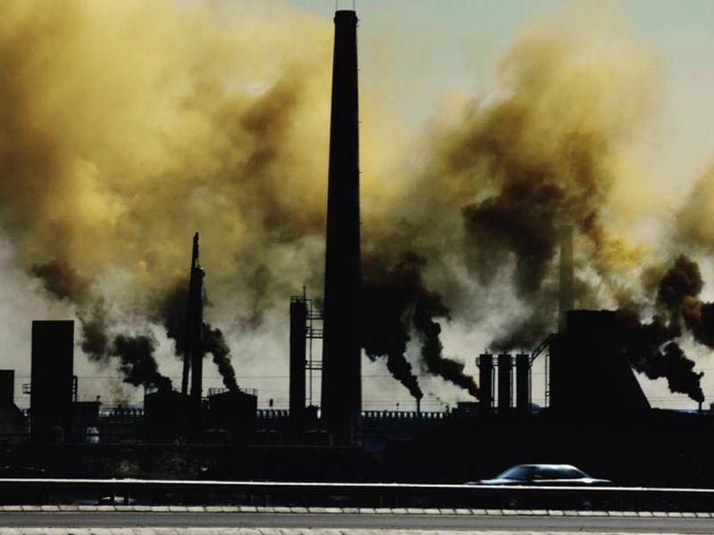 Le photographe chinois Lu Guang donne à voir la pollution de son pays.