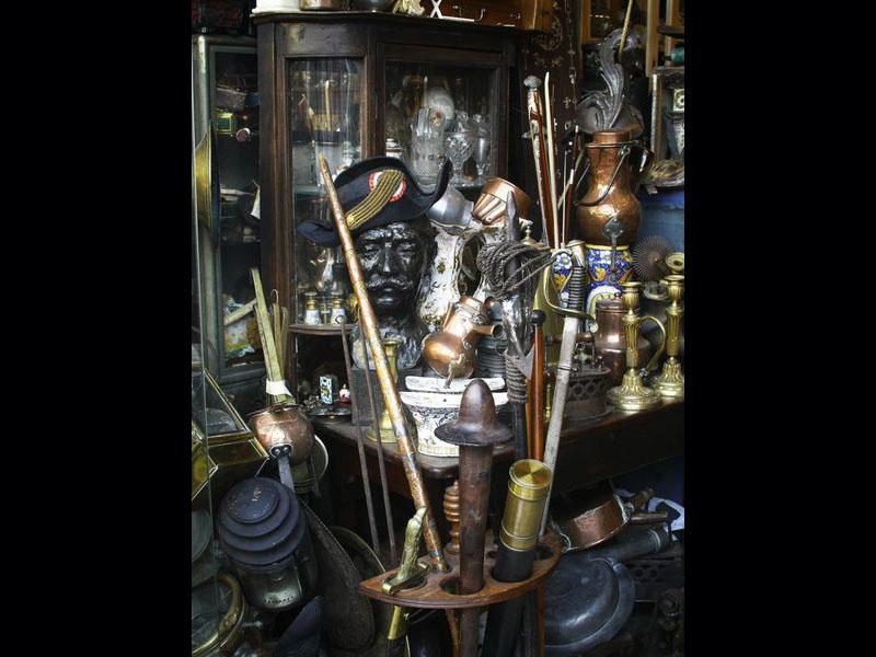 Mais aussi dans le quartier Biron : antiquités traditionnelles.