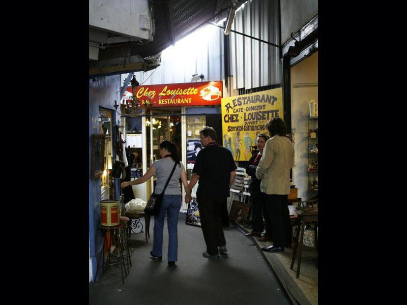 Chez Louisette, marché Vernaison, l'adresse favorite de Sharon Stone aux Puces !