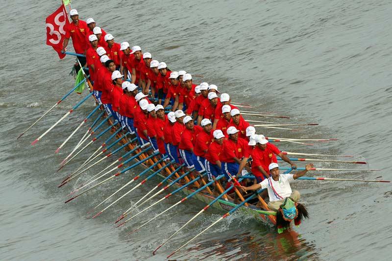 Les Cambodgiens célèbrent par milliers Bon Om Touk, la «fête de l'eau» à Phnom Penh, du 1er au 3 novembre.  Ils rendent ainsi hommage à la fertilité des eaux du lac Tonlé Sap.