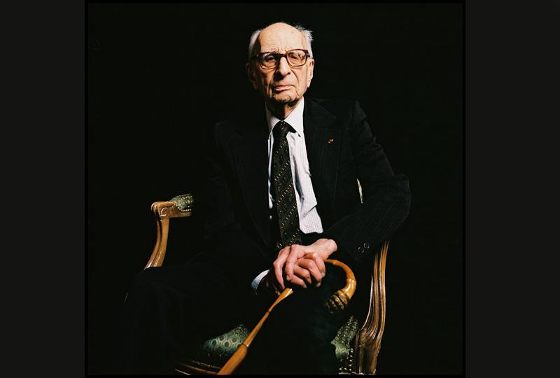 L'anthropologue Claude Lévi-Strauss, considéré comme le dernier géant de la pensée française, est décédé à l'âge de 100 ans, le 30 octobre. Ayant influencé des générations de chercheurs, son autobiographie intellectuelle, «Tristes Tropiques», parue en 1955, est considérée comme l'un des grands livres du XXe siècle.