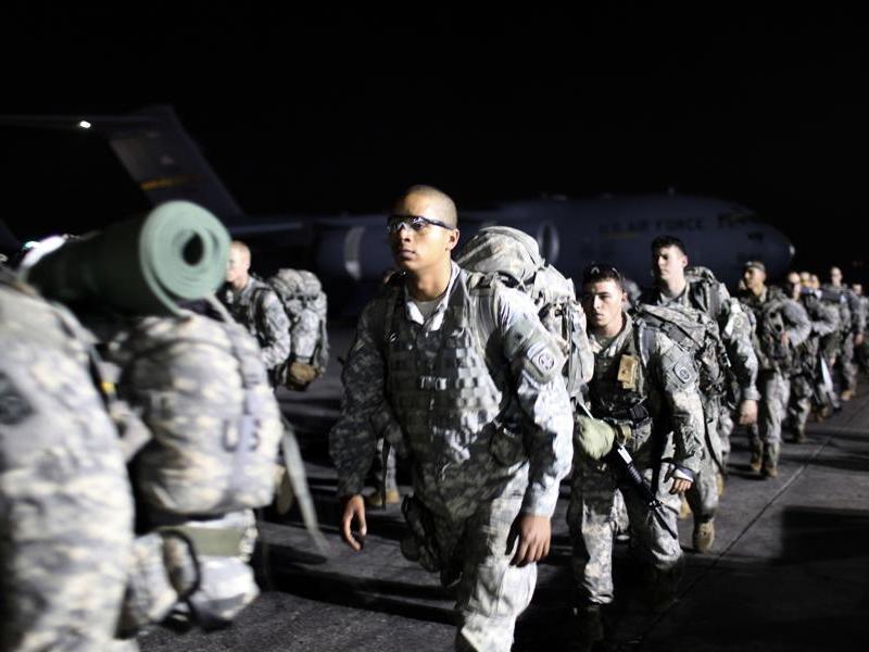 De nouveaux renforts militaires américains sont arrivés depuis lundi à Haïti. Ils doivent sécuriser Port-au-Prince et participer à la distribution de l'aide humanitaire. En tout, près de 7.500 GI's sont sur place, selon le Pentagone.