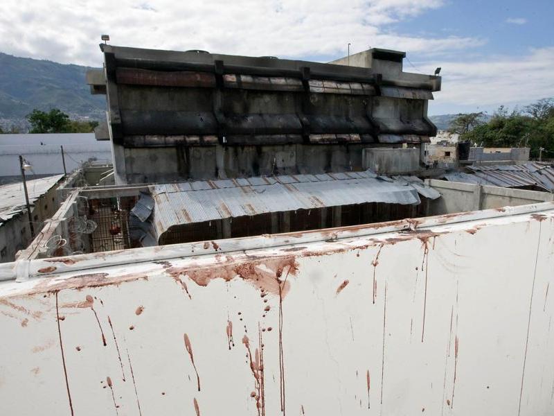 La sécurité reste une préoccupation permanente à Port-au-Prince, où les 3.000 prisonniers de la prison centrale se sont enfuis, à la faveur du tremblement de terre. Ils auraient rejoint le bidonville de Cité-Soleil, ancien bastion de gangs violents.