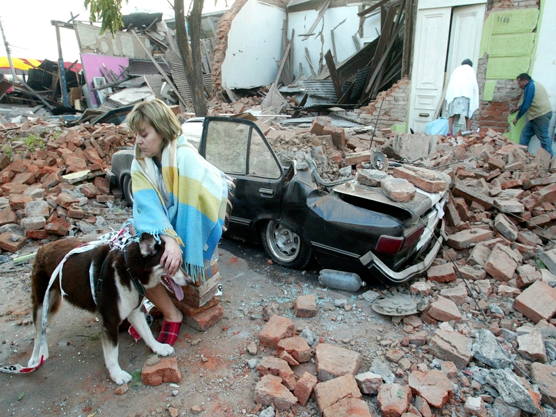 A Talca, à quelques kilomètres de l'épicentre, les dégâts matériels et les pertes humaines sont nombreux.