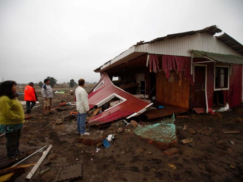 Le tsunami, qui a frappé les côtes chiliennes, a balayé de nombreux villages situés sur le littoral comme celui de  de Pelluhue (photo).