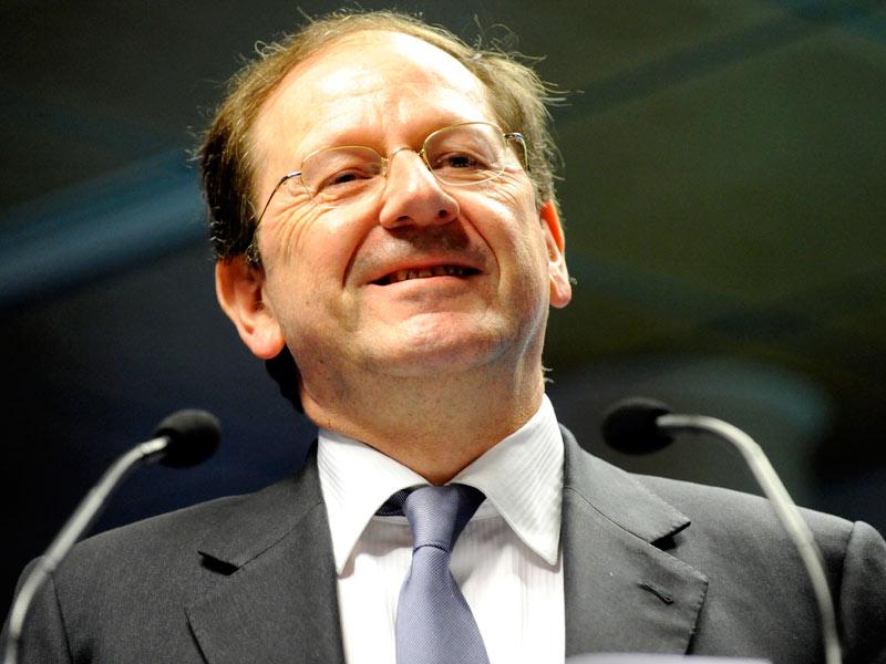 Hervé Novelli. Tête de liste en région Centre, le secrétaire d'Etat au Commerce représentait un des meilleurs espoirs de reconquête de l'UMP. Elu maire de Richelieu en 2008 et ancien député d'Indre-et-Loire, Hervé Novelli (36,46%) n'a, lui non plus, pas su battre le socialiste sortant, François Bonneau (50,01%). Comme en 1998 et en 2004, le maintien du FN au second tour n'est évidemment pas étranger à ce résultat.