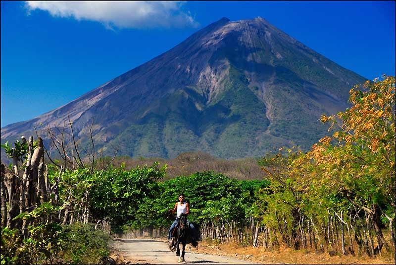 Le cône du volcan Concepcion domine l'île d'Ometepe…