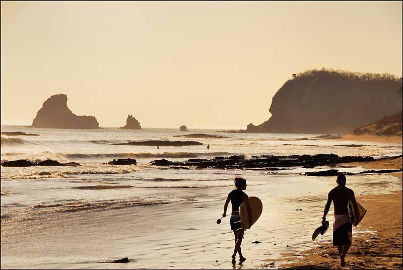 Au nord de San Juan del Sur, un éperon rocheux sépare les plages Majagual et Marsella, fréquentées par les surfeurs…. et par les tortues, de juillet à février.