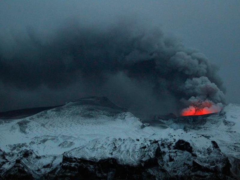 L'éruption du volcan Eyjafjöll a entraîné depuis le 15 avril de fortes perturbations dans le trafic aérien européen.