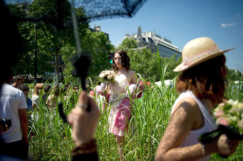 Les Champs-Elysées, transformés en jardin, ont été fermés à la circulation automobile pour accueillir les deux millions de personnes attendues.