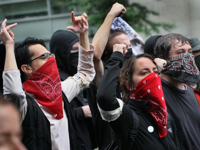 Le maire de Toronto, David Miller, qui souhaitait profiter des sommets pour promouvoir sa ville auprès des investisseurs du monde entier, a accusé un «groupe de criminels» de s'être livré «à de la violence délibérée, très difficile à contrôler».