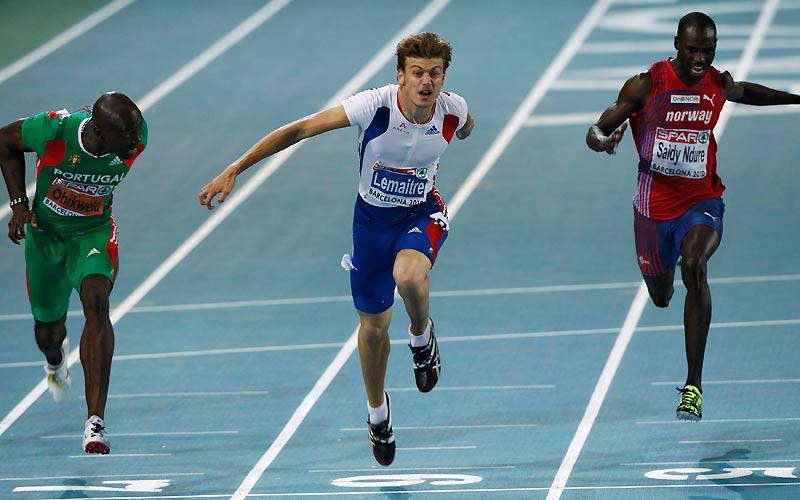 De l'or. Christophe Lemaitre a franchi la ligne d'arrivée du 100 m, mercredi 28 juillet, à Barcelone, en 10