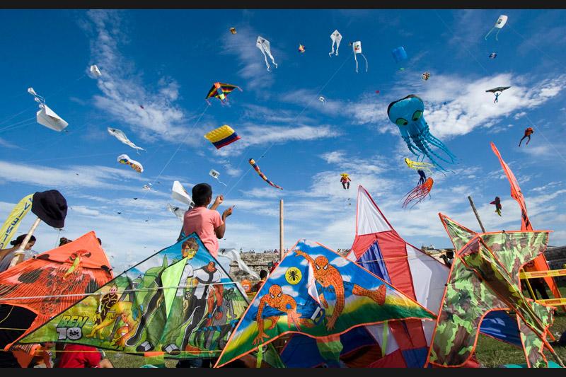 Dansant dans les airs, les couleurs chamarrées colorent le ciel. Le 14 août, s'est tenu à Carthagène, en Espagne, le festival international du cerf-volant.