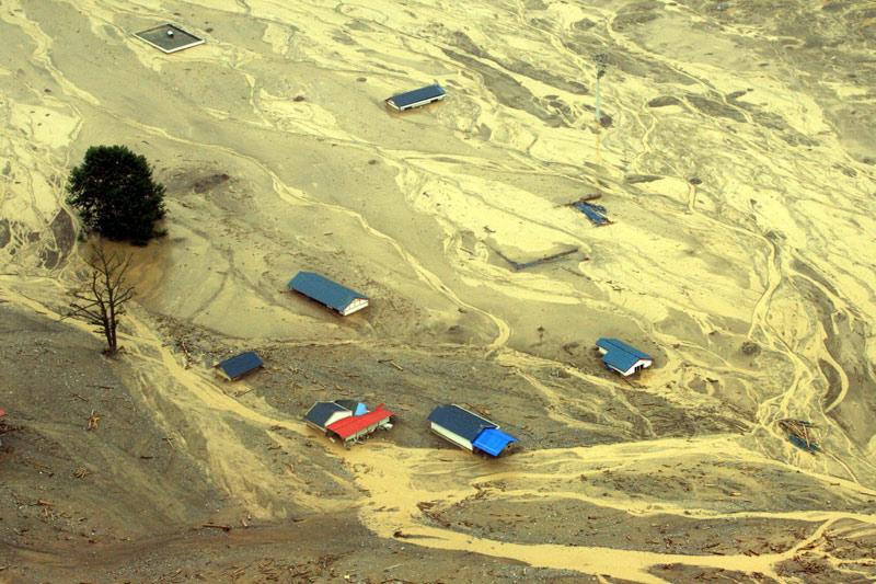 À Hanwang, dans la province du Sichuan en Chine, les coulées de boue provoquées par des pluies diluviennes ont fait 25 blessés et au moins 67 disparus.