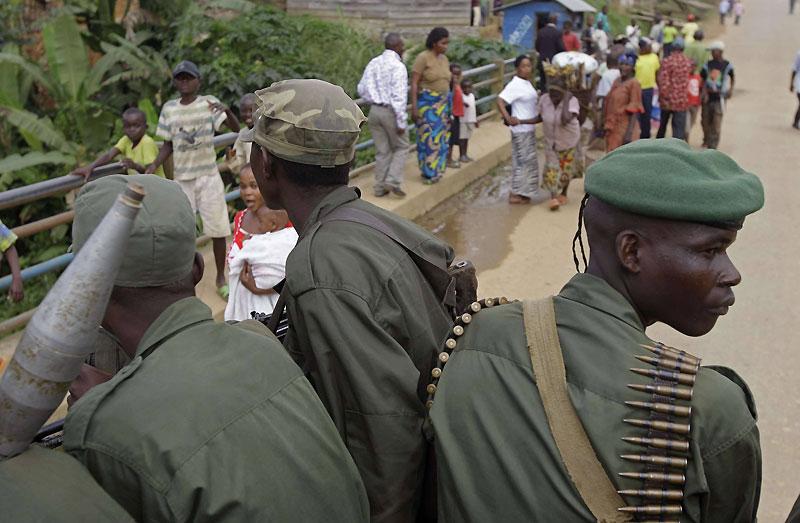 Des forces de l'ordre circulent dans le centre de Walikale, une localité du Nord-Kivu, en République démocratique du Congo, mardi 21 septembre.