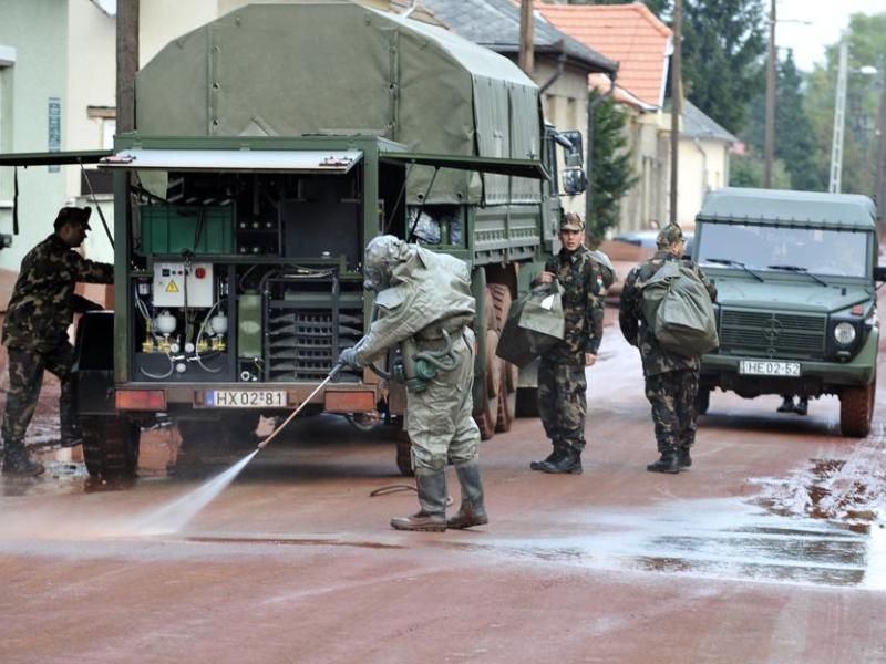 Le gouvernement hongrois a déclaré mardi l'état d'urgence dans trois départements de l'ouest du pays et l'armée a été dépêchée sur place pour nettoyer les zones polluées.