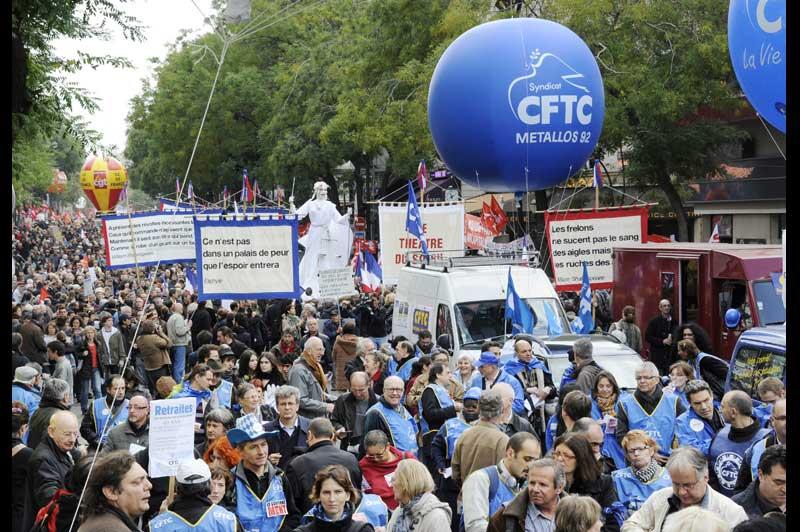 Jeudi 28 octobre, ils étaient encore nombreux à manifester dans les rues parisiennes, au lendemain du vote définitif du projet de la loi par le Parlement. Mais bien que la mobilisation s'essouffle, les syndicats affirment vouloir continuer le combat contre un texte qu'ils estiment injuste.