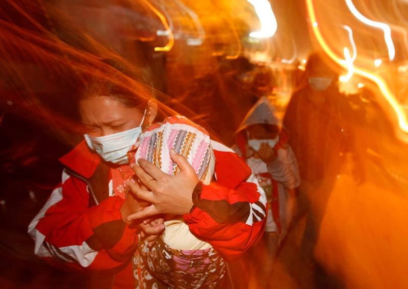Les autorités avaient prévenu depuis plusieurs jours de l'imminence de l'éruption. Une partie de la population s'est tout de même fait surprendre pendant la nuit et a dû être évacuée d'urgence. Ces habitants sont partis rejoindre les villageois qui vivaient au plus près du cratère et avaient été évacués en priorité.