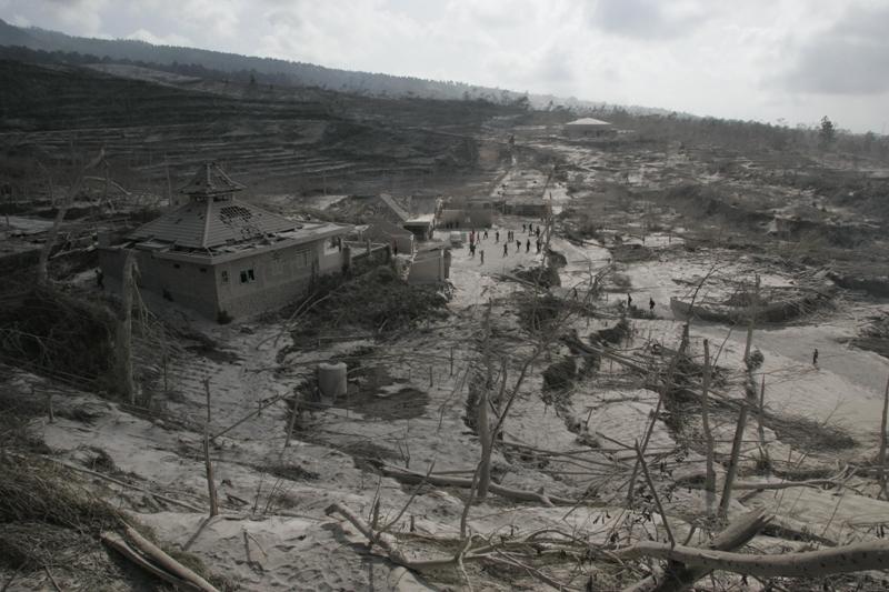 Au total, plus d'un million de personnes vivent sous la menace d'une explosion du dôme de lave, des nuées ardentes et des coulées de boues. Pour le moment, les habitants sont invités à rester à l'abri en attendant que le volcan se calme. Depuis hier, aucune nouvelle éruption n'est à signaler.