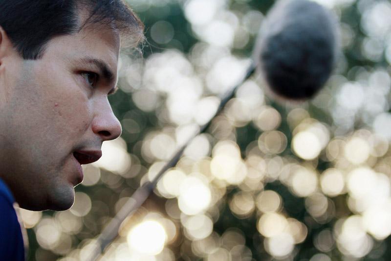En Floride, Marco Rubio peut devenir le premier sénateur du Tea Party. Inconnu il y a presque un an, il a été propulsé sur la scène nationale par Glenn Beck, chantre des Tea Party sur Fox New.» Marco Rubio, l'«outsider» qui ensorcelle la Floride