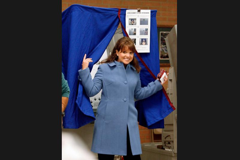 Autre figure républicaine, Christine O'Donnell, s'est s'imposée sur la scène politique du Delaware, en surfant sur la vague contestataire du Tea Party. Cette campagne a été marquée par l'émergence de «mamans grizzlis», qui ont pris modèle de l'ex-gouverneure d'Alaska, Sarah Palin.» Les «mamans grizzlis» à l'assaut du Congrès» La «sorcière» du Delaware trouble le jeu républicain