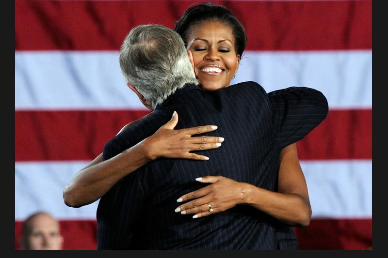 Face au danger, les démocrates se sont efforcés de mobiliser les électeurs. À la veille du scrutin, Michelle Obama était en meeting dans le Nevada pour soutenir le sénateur démocrate Harry Reid.» Obama au secours de ses candidats