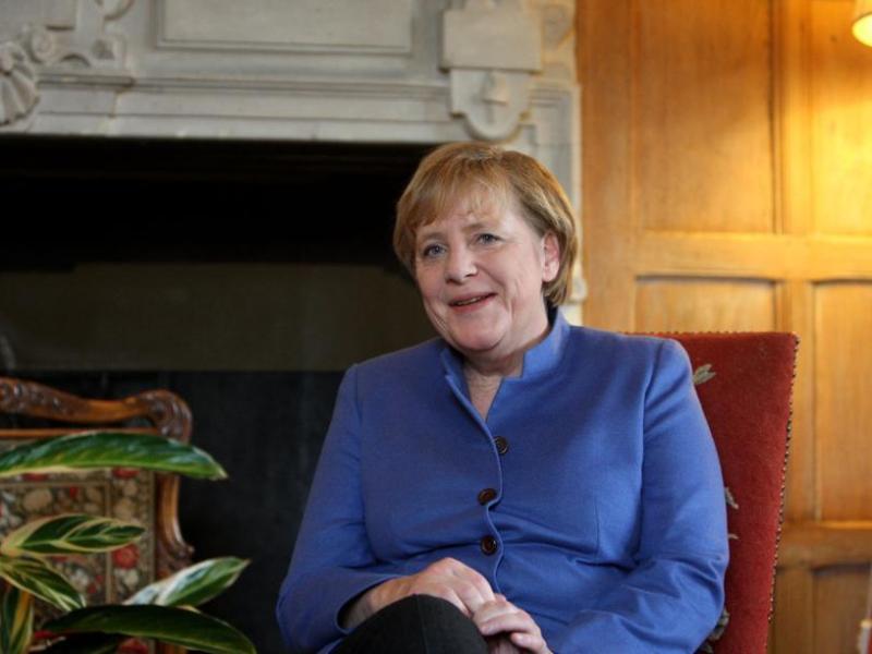 Angela Merkel. En sixième position, on trouve la chancelière allemande, qui grimpe de  neuf places. La chrétienne-démocrate, une des femmes les plus puissantes du monde, est distinguée pour la bonne santé économique de son pays.