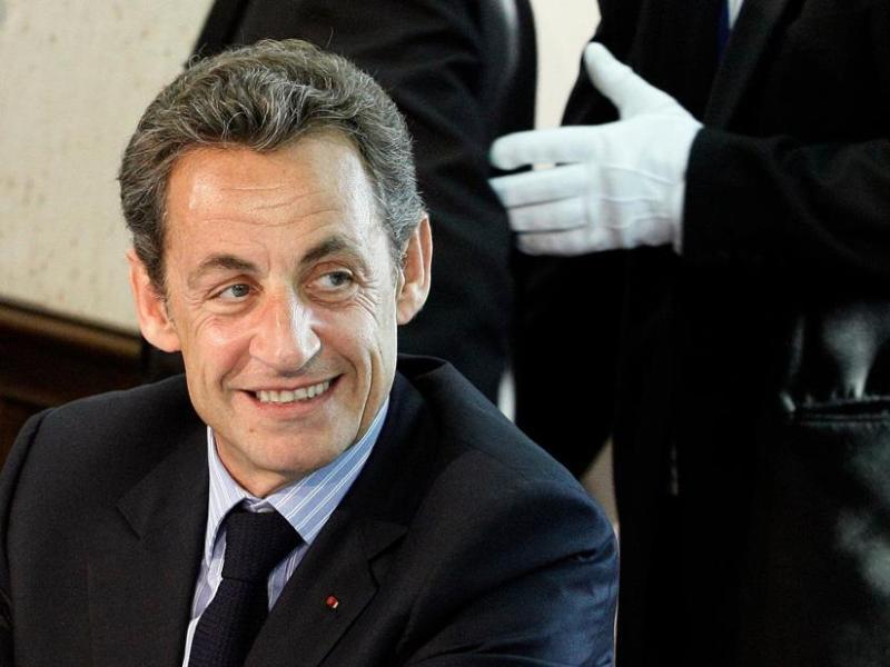 Nicolas Sarkozy. Le président français passe de la 56e à la 19e place. Forbes a pris en compte la puissance économique  et nucléaire de la France et son droit de véto au conseil de sécurité de l'ONU. Si le locataire de l'Elysée est à la peine dans les sondages, le journal américain salue sa détermination sur la réforme des retraites. Autres Français du classement : Jean-Claude Trichet, président de la BCE (15e place), Dominique Strauss-Kahn patron du FMI (37e place), Bernard Arnault de LVMH (43e place).