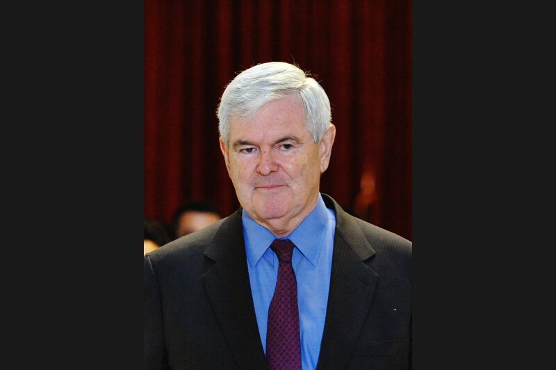 Newt Gingrich, ex-président de la Chambre des représentants, âgé de 67 ans, a été le premier grand nom de la droite républicaine à se lancer officiellement dans la course. Mais l'homme trois fois marié accumule les problèmes. Outre ses activités controversées de lobbying, il fait figure de candidat désorganisé et peu solide. Des changements de position répétés, notamment à propos de la guerre en Libye, ont terni son image. Après avoir dominé les sondages début décembre, il a dévissé sous l'effet des publicités négatives diffusées par ses rivaux. En Iowa, il est arrivé quatrième avec 13% des bulletins.