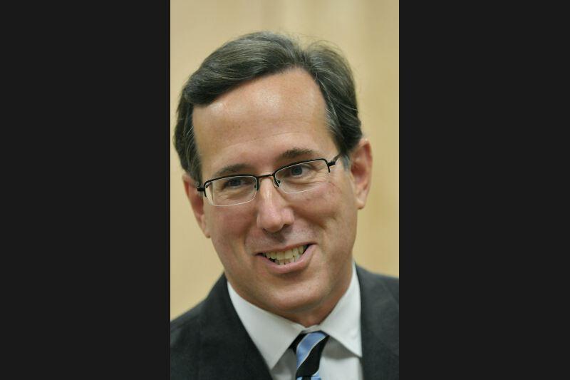 L'ancien sénateur de Pennsylvanie Rick Santorum a créé la surprise en Iowa en arrivant deuxième, à huit voix du vainqueur Mitt Romney. Cantonné en queue de peloton dans les sondages jusqu'à la fin décembre, il a surgi à la faveur de la chute de Newt Gingrich dans l'opinion. Catholique traditionnel, connu pour ses positions homophobes et anti-avortement, ce père de sept enfants se présente comme une alternative conservatrice au modéré Romney.