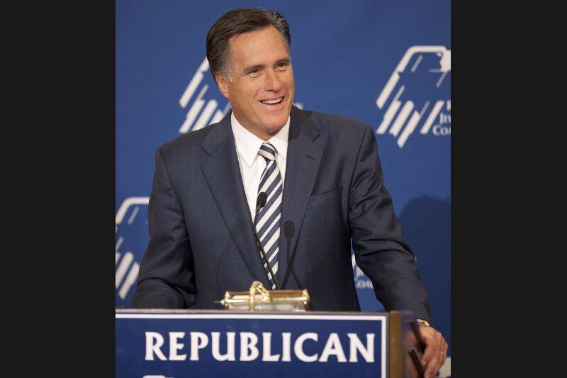 Déjà candidat à la primaire républicaine en 2008, où il avait dû s'incliner face à John McCain, Mitt Romney retente sa chance. L'ancien gouverneur du Massachusetts est donné favori pratiquement depuis qu'il a annoncé sa candidature. Les candidats l'ayant ponctuellement dépassé dans les sondages se sont soit retirés, comme Herman Cain, soit se trouvent en difficulté à l'image de Rick Perry. Sa victoire - sur le fil - en Iowa renforce  ce statut de favori. Mais le mormon n'a pas les faveurs des évangéliques, qui pèsent au sein du parti de l'éléphant. Constant dans les sondages nationaux, Mitt Romney n'a jamais dépassé la barre de 25% des intentions de vote.
