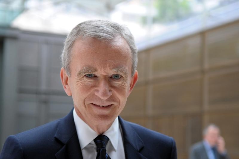 Bernard Arnault, le PDG du groupe de luxe LVMH et première fortune de France, est élevé à la dignité de grand officier.