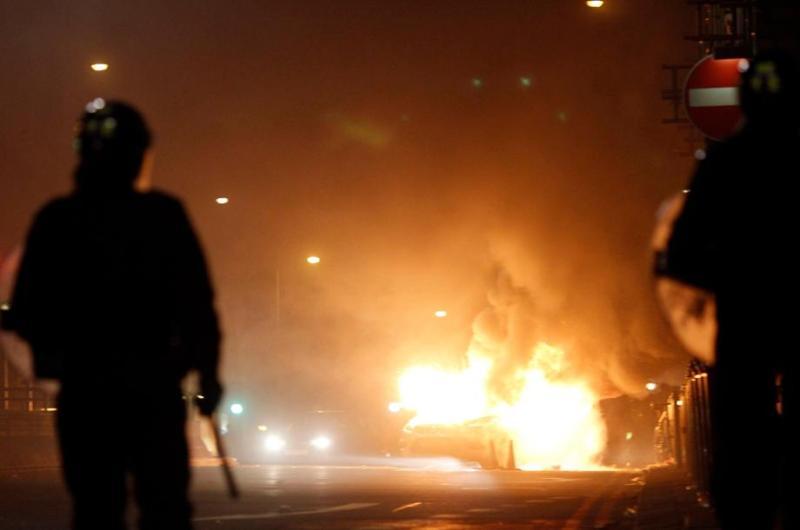 La police britannique ont repris tôt dimanche matin le contrôle de la situation à Tottenham, un quartier pluriethnique de la banlieue nord de Londres qui a été samedi le théâtre de violentes émeutes qui ont fait 29 blessés.