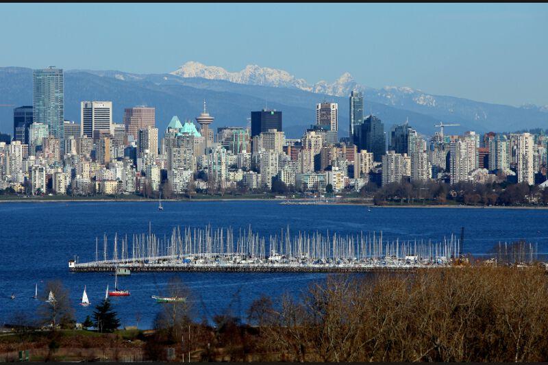 3 - Vancouver,  perd cette année sa première place. The Economist Intelligence Unit explique cette légère rétrogradation par la prise en compte des problèmes de circulation actuellement relevés sur le Key Malahat Highway sur l'île de Vancouver.
