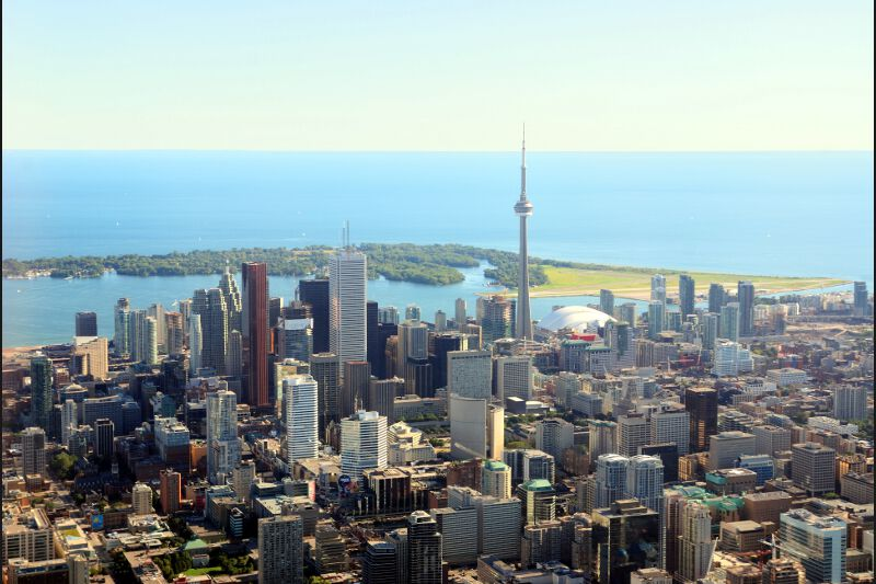 4 - Toronto est la deuxième ville canadienne du Top 10 qui en compte trois. Plus grande ville du Canada devant Montréal, elle est aussi la cinquième ville d'Amérique du Nord.