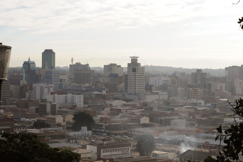 140 - Harare, capitale du Zimbabwe, est à la dernière place, comme lors du précédent palmarès. The Economist Intelligence Unit précise néanmoins que l'agglomération a été mieux notée cette fois-ci pour tenir compte de la meilleure accessibilité des biens et services. L'instabilité politique et l'accès aux soins la maintiennent malheureusement en bas du classement.