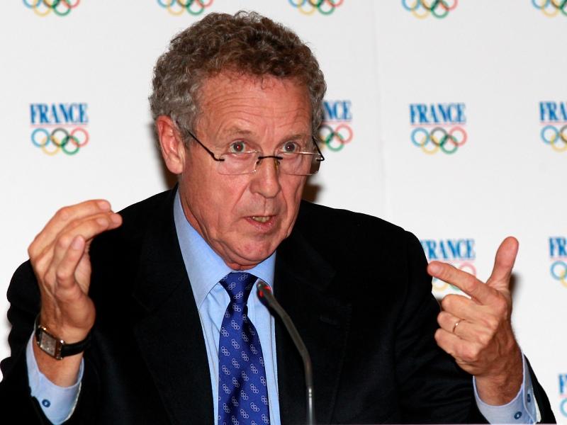 Guy DRUT - Champion de France du 110 mètres haies en 1970 puis d'Europe en 1974, Guy Drut décroche le graal le 28 juillet 1976 en obtenant la médaille d'or aux Jeux Olympiques de Montréal. Il rentre en politique en 1975 comme chargé de mission au cabinet du premier ministre de l'époque, Jacques Chirac. Ministre de la Jeunesse et des Sports entre 1995 et 1997, il met un terme à sa carrière politique en 2006 après notamment sa condamnation dans l'affaire des marchés publics de l'Île-de-France. Depuis 2002, il est membre du Comité international olympique.