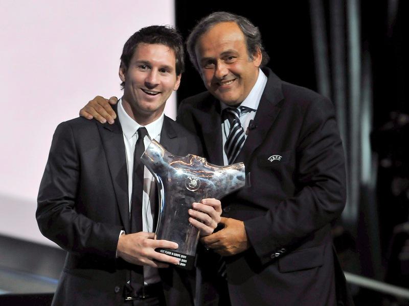 Michel PLATINI  - Ancien footballeur (Nancy, Saint-Étienne, Juventus en Italie), auteur de 353 buts durant sa carrière (1972-1987), Michel Platini (à droite avec le