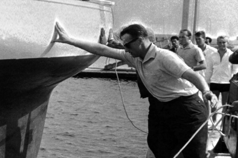 La famille royale norvégienne est également très active dans cette discipline. Olaf V, qui régna sur le pays de 1957 à 1991, participa à 25 ans en 1928 aux JO d'Amsterdam et en partit avec la médaille d'or dans la catégorie voilier de six mètres. Son fils Harald V participa aux JO de 1964 (photo), 1968 et 1972. Le monarque fut le porte drapeau de son pays à la cérémonie d'ouverture des JO de Tokyo.