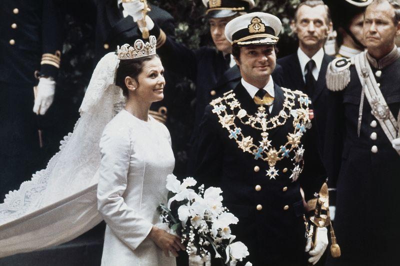 À l'instar de la princesse Anne et Mark Philips, plusieurs idylles royales se sont nouées aux JO. Le futur roi Carl Gustav de Suède fit la connaissance de Silvia Sommerlath lors des Jeux de Munich en 1972. La jeune femme, qui parlait six langues, était responsable des hôtesses qui accueillaient les personnalités.