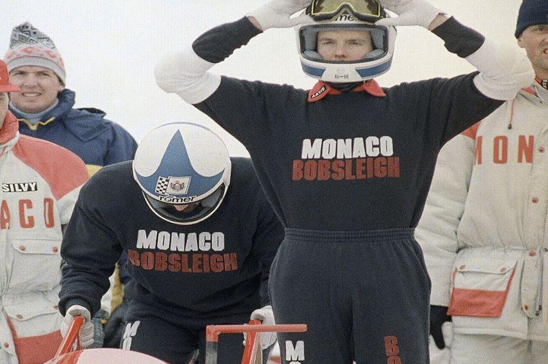 Albert II de Monaco s'est lui illustré dans les JO d'hiver. De 1988 à 2002, il était de toutes les olympiades dans la catégorie bobsleigh (photo). Son épouse, la nageuse Charlène Wittstock, a participé aux JO de Sydney en 2000. L'équipe sud-africaine dont elle faisait partie est arrivé 5e sur le relais 400m.