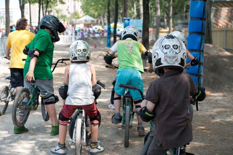 L'espace de vélo tout-terrain a migré, cette année, de la voie Georges-Pompidou au bassin de la Villette. Les enfants (à partir de 8 ans) pourront enfourcher un des 25 BMX mis à leur disposition.