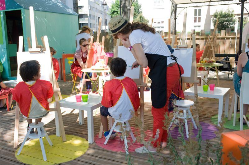 Atelier «Croquez un fruit», Quai de Seine, pour apprendre aux enfants à dessiner les fruits et légumes, tout en les éduquant à manger mieux.