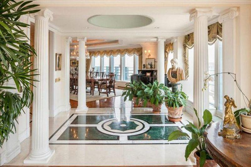 Quoi ressemble un appartement 100 millions for Salle de bain romaine