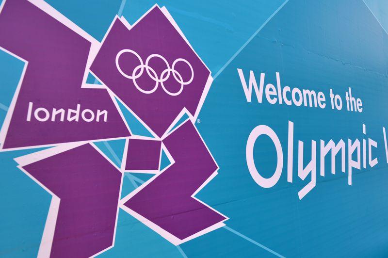 625.000 dollars. Beaucoup décrié par les britanniques, le logo représentatif des Jeux olympiques d'été londoniens vaut tout de même une petite fortune. Son auteur, Wolff Olins, est habitué à travailler pour les grandes sociétés. À son actif, on note Sony Ericsson, Mercedes-Benz ou encore Aol.
