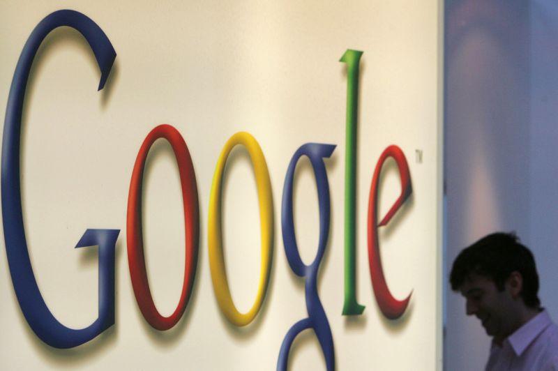 0 dollar. Comme pour Coca-Cola, le logo historique de Google n'a subi que quelques changements graphiques assez anecdotiques. La premère version a été dessinée par un des fondateurs de la société, Sergueï Brin. Le logo n'a donc pas coûté le moindre dollar.